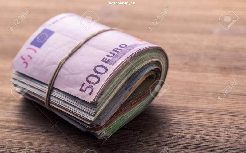 Cyklo-Velobazar obrázek 47708139-les-billets-en-euros-euro-l-argent-euro-close-up-d-une-banque-euro-billets-roule-sur-la-table-en.jpg