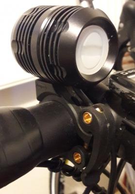 Svetlo NiteFighter BT40s s rychloupinakem na riditka