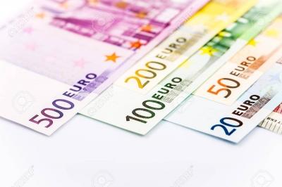 44969955-euro-money-gros-plan-de-billets-de-banque.jpg
