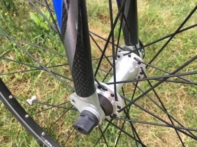 Nepoužívané silniční kolo TREK 1000 D s karbonovou vidlicí